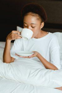 enfant : boire le thé